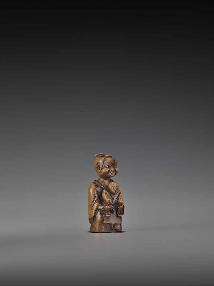 A RARE WOOD 'DOUBLE SHUNGA' NETSUKE OF A MOTHER AND CHILD UnsignedJapan, 18th century, Edo period ( - Image 8 of 8