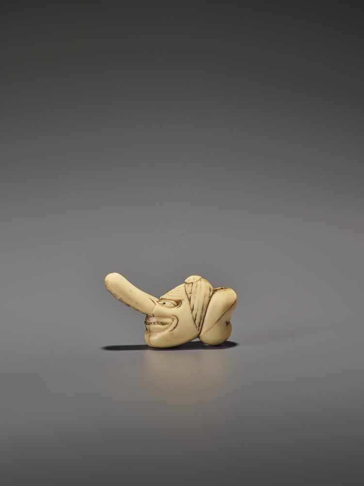 A RARE STAG ANTLER SHUNGA NETSUKE OF OKAME AND TENGU MASKS UnsignedJapan, 19th century, Edo - Image 3 of 10