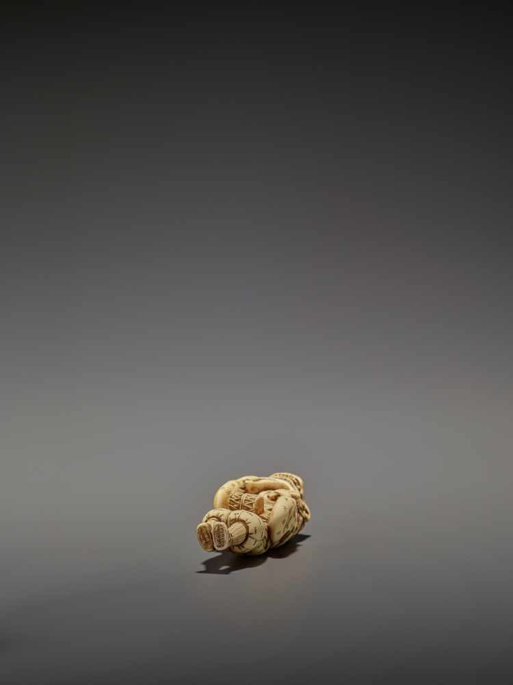 AN EARLY AND FINE IVORY NETSUKE OF A SHISHIMAI DANCER UnsignedJapan, late 18th century, Edo - Image 13 of 13
