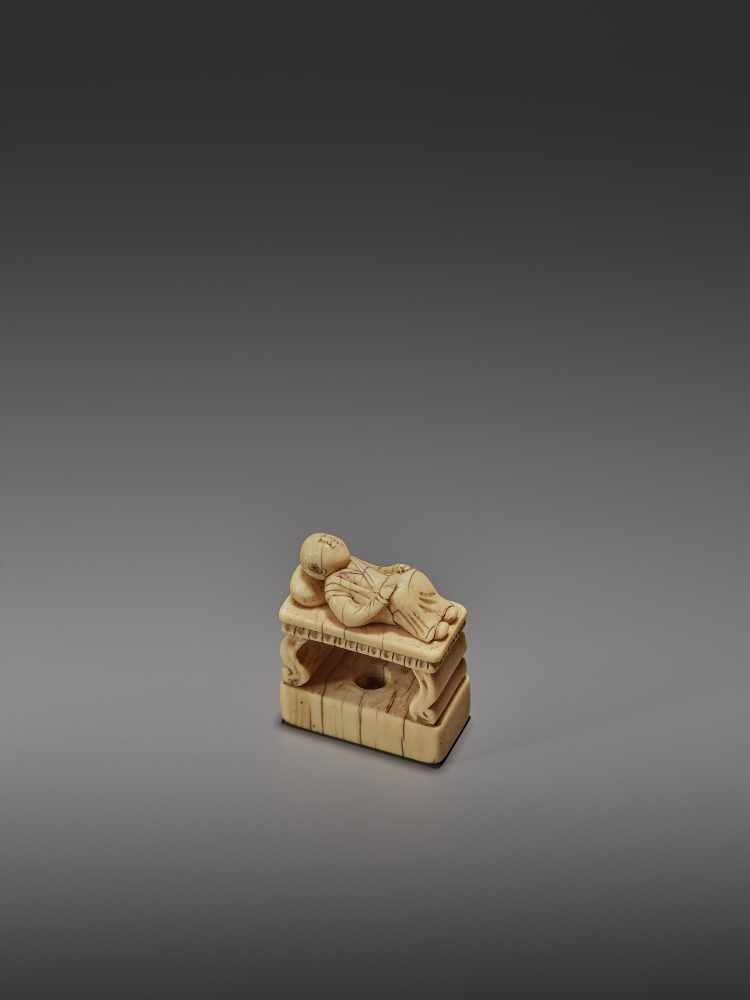 AN EARLY IVORY NETSUKE OF A CHINESE MAN SLEEPING ON AN OPIUM BED UnsignedJapan, early 18th - Image 9 of 11