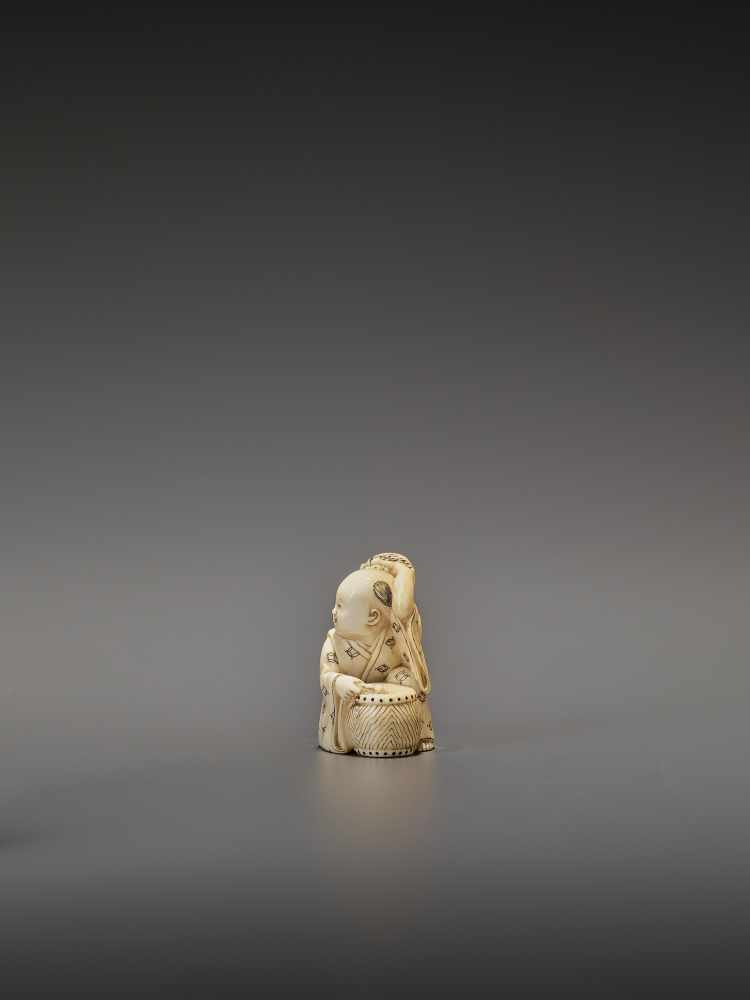HOMIN: AN IVORY NETSUKE OF TWO BOYS AS MUSICIANS By Homin, signed Homin with kaoJapan, Edo/Tokyo, - Image 4 of 10