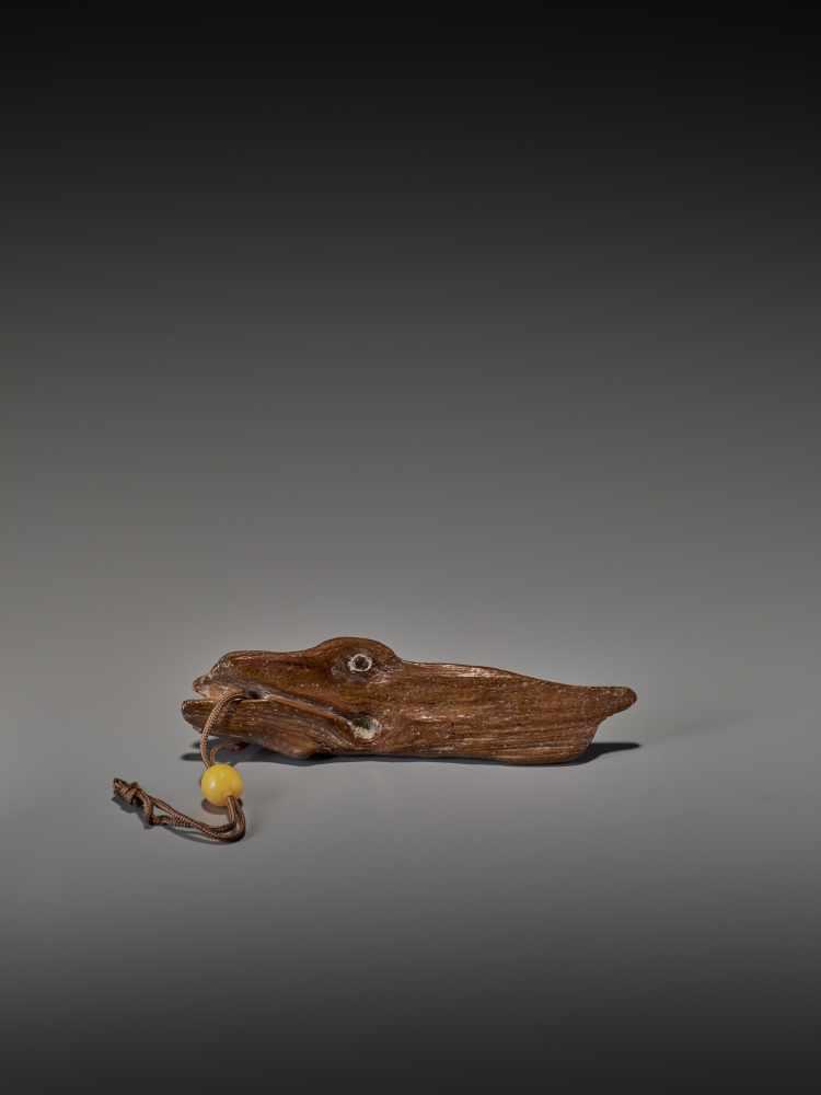 A RARE 17TH CENTURY DRIFTWOOD NETSUKE OF A LARGE FISH UnsignedJapan, 17th century, Edo period ( - Image 6 of 6