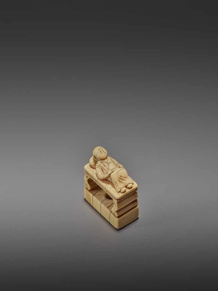 AN EARLY IVORY NETSUKE OF A CHINESE MAN SLEEPING ON AN OPIUM BED UnsignedJapan, early 18th - Image 7 of 11