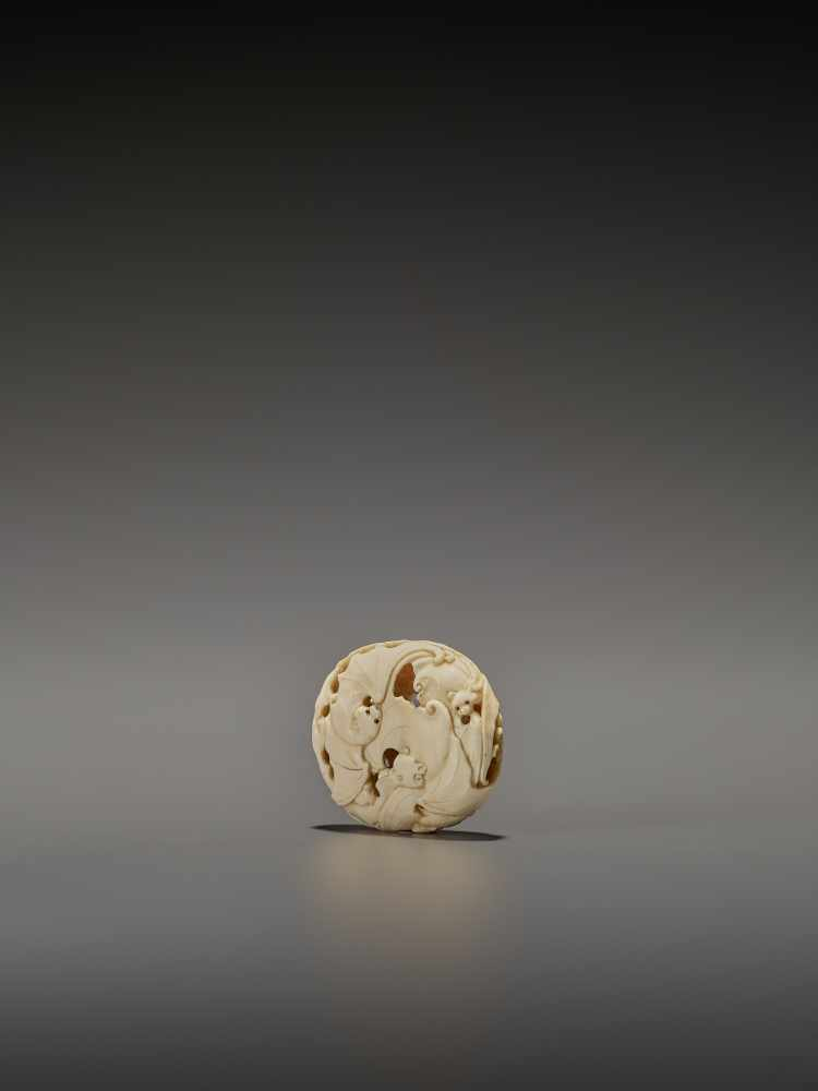 A RARE IVORY RYUSA MANJU NETSUKE WITH MANY BATS SignedJapan, late 19th centuryFinely carved in - Image 3 of 8