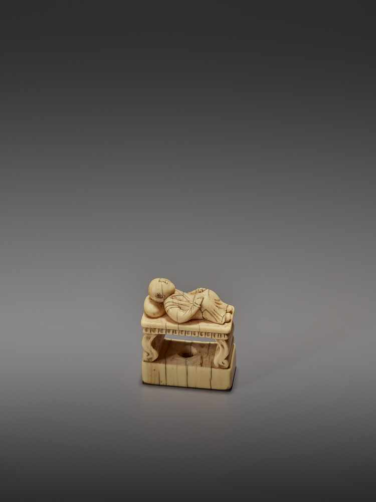 AN EARLY IVORY NETSUKE OF A CHINESE MAN SLEEPING ON AN OPIUM BED UnsignedJapan, early 18th - Image 10 of 11