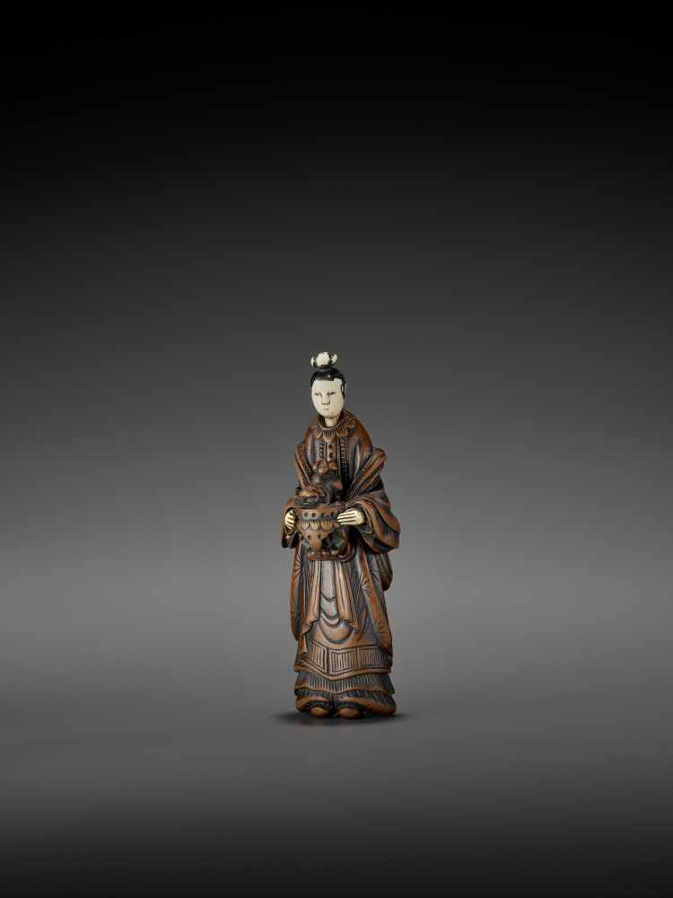 AN IMPORTANT WOOD AND IVORY SHUNGA NETSUKE OF A CHINESE LADY WITH SHISHI CENSER ATTRIBUTED TO