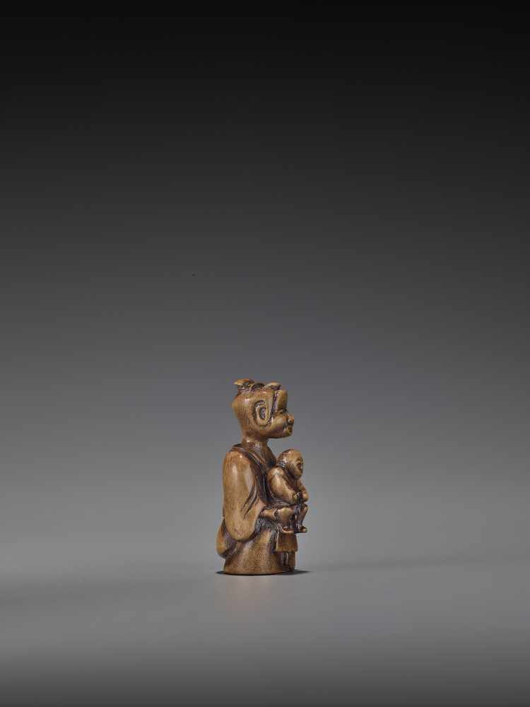 A RARE WOOD 'DOUBLE SHUNGA' NETSUKE OF A MOTHER AND CHILD UnsignedJapan, 18th century, Edo period ( - Image 7 of 8