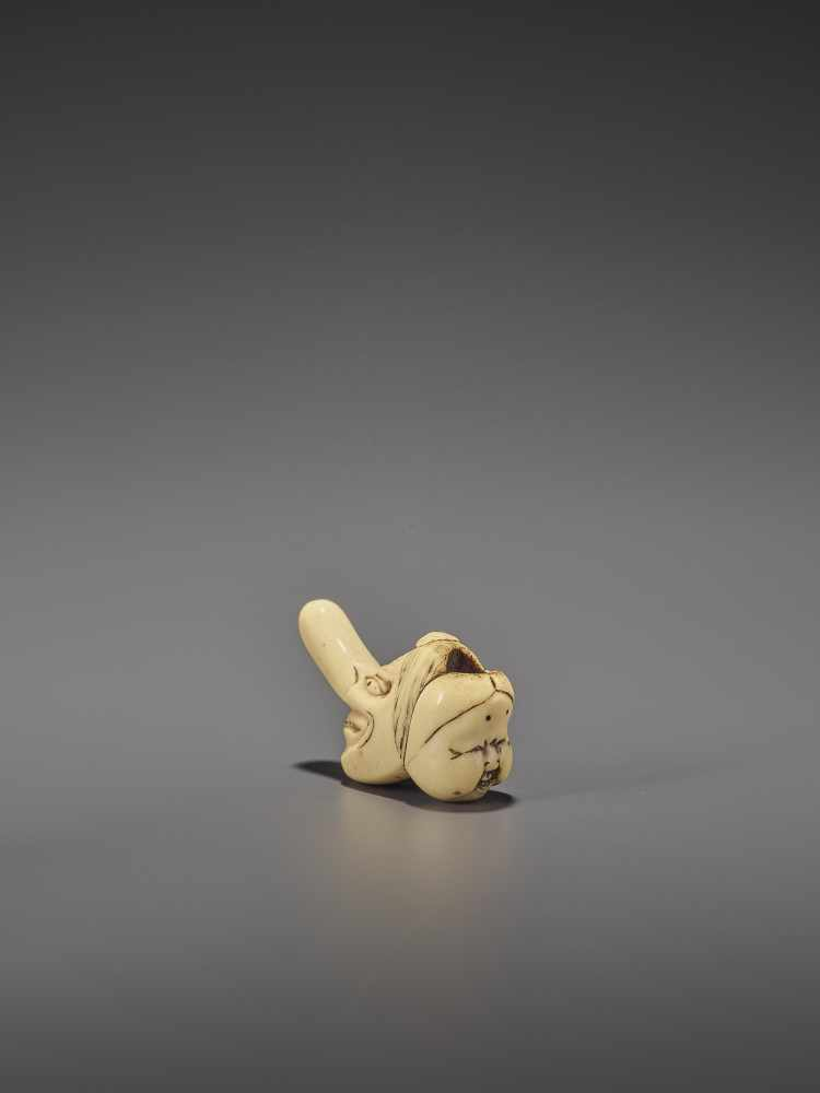 A RARE STAG ANTLER SHUNGA NETSUKE OF OKAME AND TENGU MASKS UnsignedJapan, 19th century, Edo - Image 4 of 10
