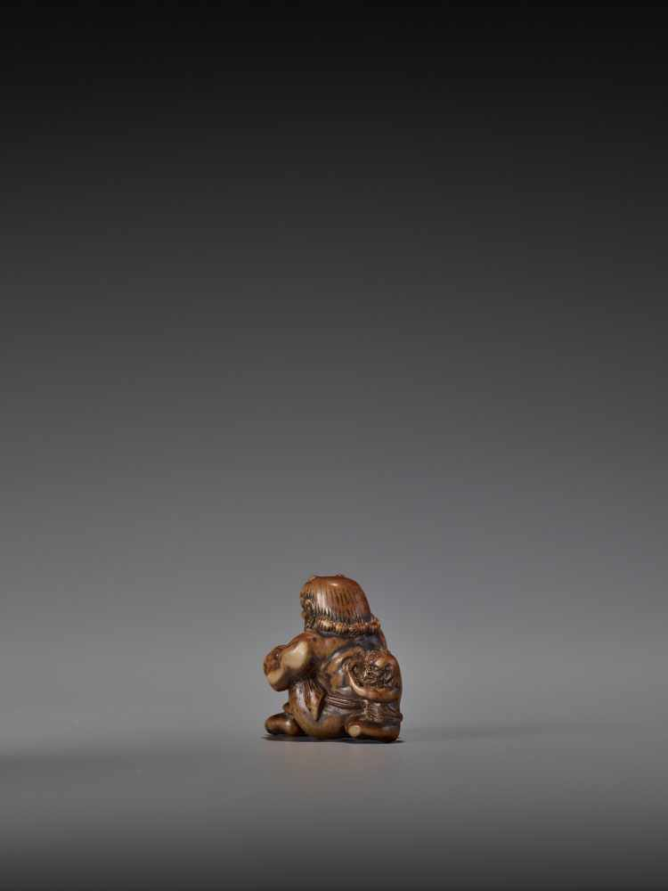 GYOKURIN: AN AMUSING WOOD NETSUKE OF RAIJIN WITH RAITARO By Gyokurin, signed GyokurinJapan, early - Image 6 of 12