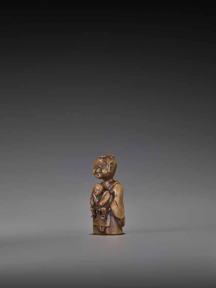 A RARE WOOD 'DOUBLE SHUNGA' NETSUKE OF A MOTHER AND CHILD UnsignedJapan, 18th century, Edo period ( - Image 4 of 8