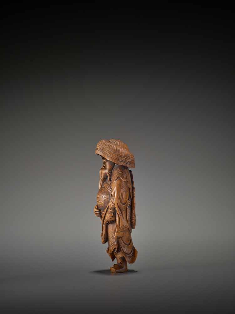 A LARGE WOOD FIGURE OF A TARTAR ARCHER Signed Tomokazu20th centuryThe wood of a reddish tone and - Image 6 of 12
