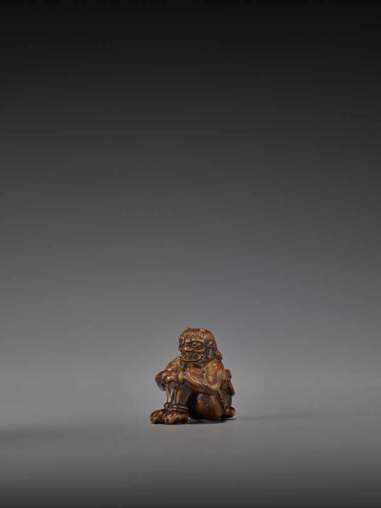 GYOKURIN: AN AMUSING WOOD NETSUKE OF RAIJIN WITH RAITARO By Gyokurin, signed GyokurinJapan, early - Image 4 of 12