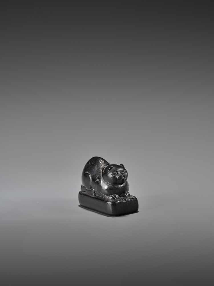 AN EARLY EBONY WOOD NETSUKE OF A WELL-FED CAT ON A BASE UnsignedJapan, early 18th century, Edo - Image 5 of 9