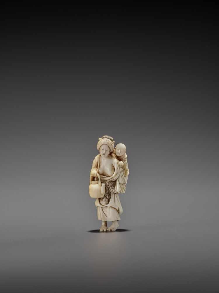 CHIKUYOSAI TOMOCHIKA: A MAGNIFICENT IVORY NETSUKE OF A MOTHER WITH CHILD By Chikuyosai Tomochika, - Image 3 of 10