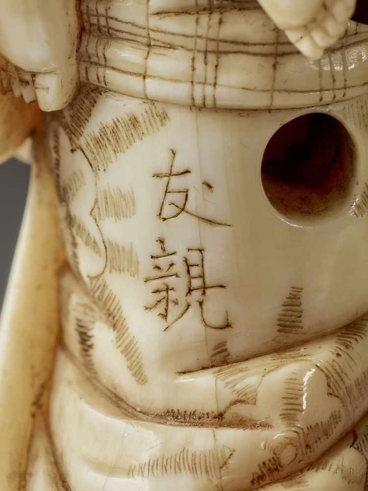 CHIKUYOSAI TOMOCHIKA: A MAGNIFICENT IVORY NETSUKE OF A MOTHER WITH CHILD By Chikuyosai Tomochika, - Image 10 of 10