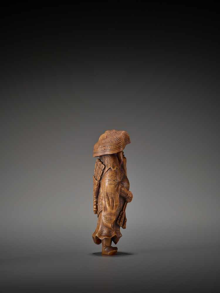 A LARGE WOOD FIGURE OF A TARTAR ARCHER Signed Tomokazu20th centuryThe wood of a reddish tone and - Image 7 of 12
