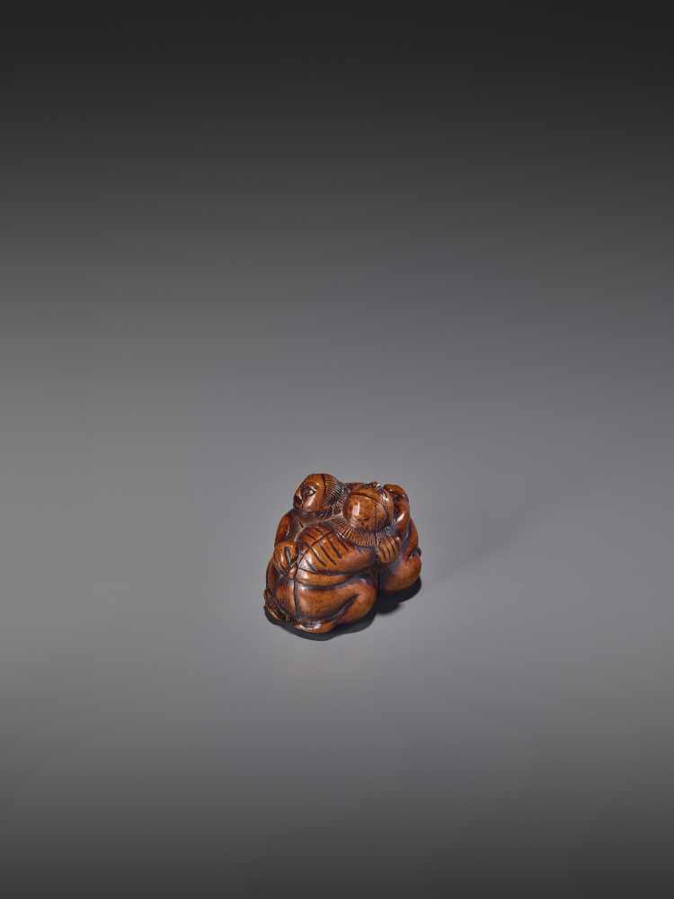 A WOOD NETSUKE OF TWO WRESTLERS UnsignedJapan, early 19th century, Edo period (1615-1868)Carved from - Image 4 of 9