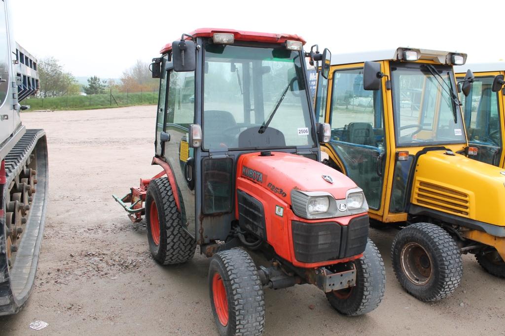 4 Door Tractor : Kubota b  cc door tractor reg no sn ejy d f