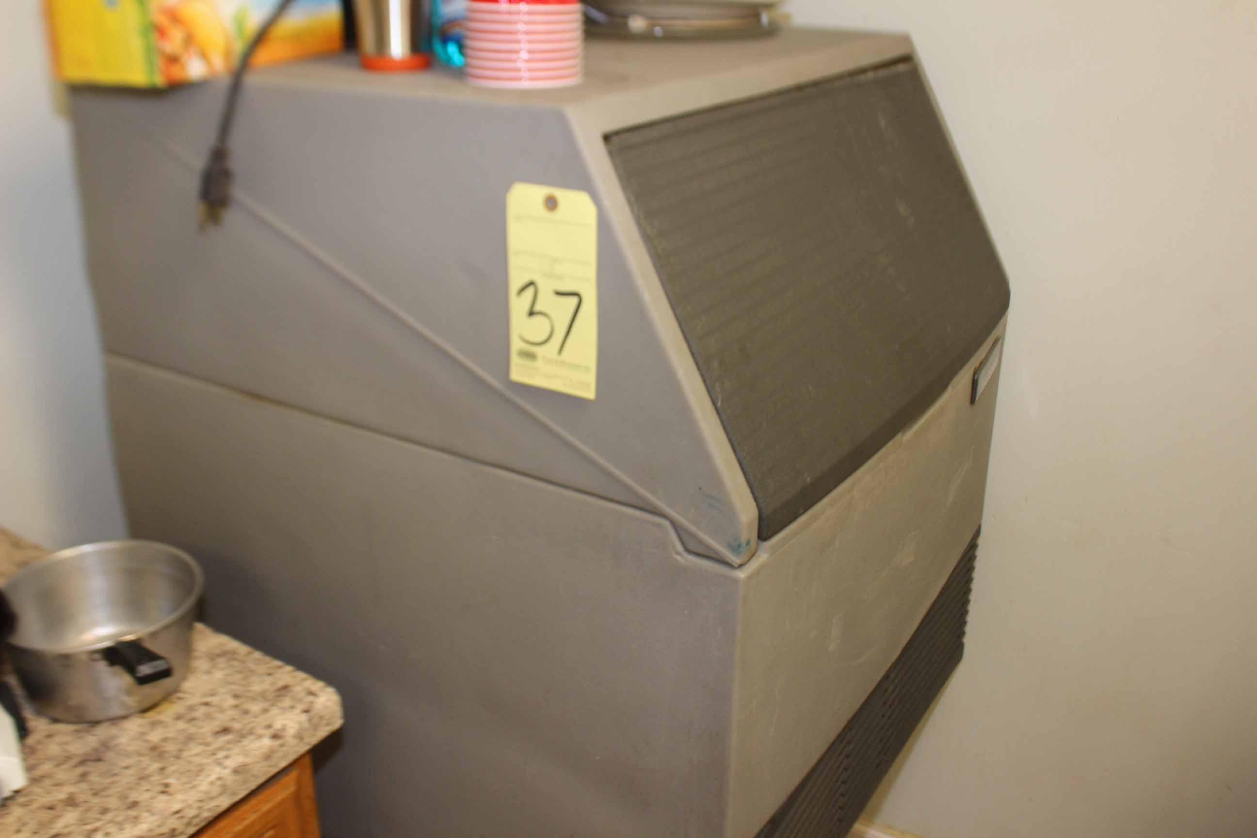 Lot 37 - ICE MACHINE, SCOTSMAN