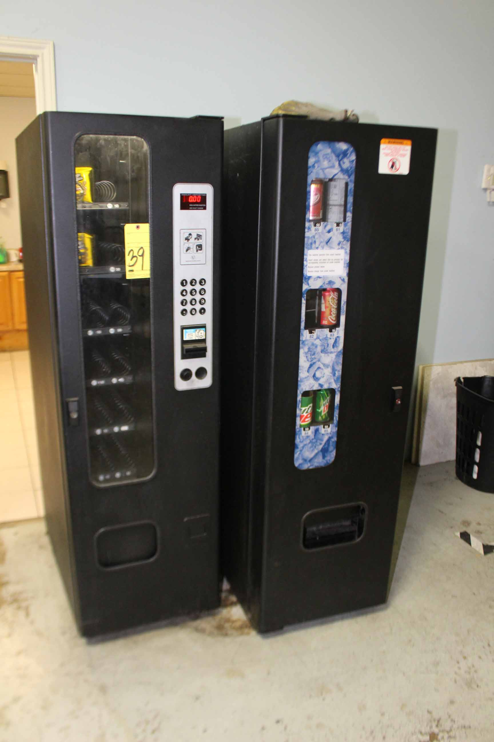 Lot 39 - LOT OF VENDING MACHINES, snacks & soda, S/N 124386210078