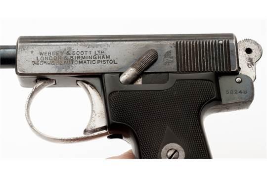 Cased Presentation Webley & Scott  32 Pistol  32 caliber