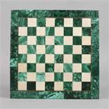 Schachbrett Malachit wohl Russland, 1. Hälfte 20. Jh., quadratisches Spielbrett aus Kunstguss,