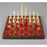 Schachspiel 19. Jh., Bein, mehrteilig gefertigt und montiert, teils farbig gefasst, kompletter