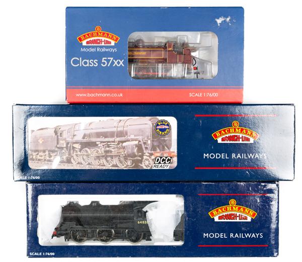 Lot 52 - 3 Bachmann OO gauge locomotives. BR class 9FStandard 2-10-0 tender locomotive, 92044 (32-853). In