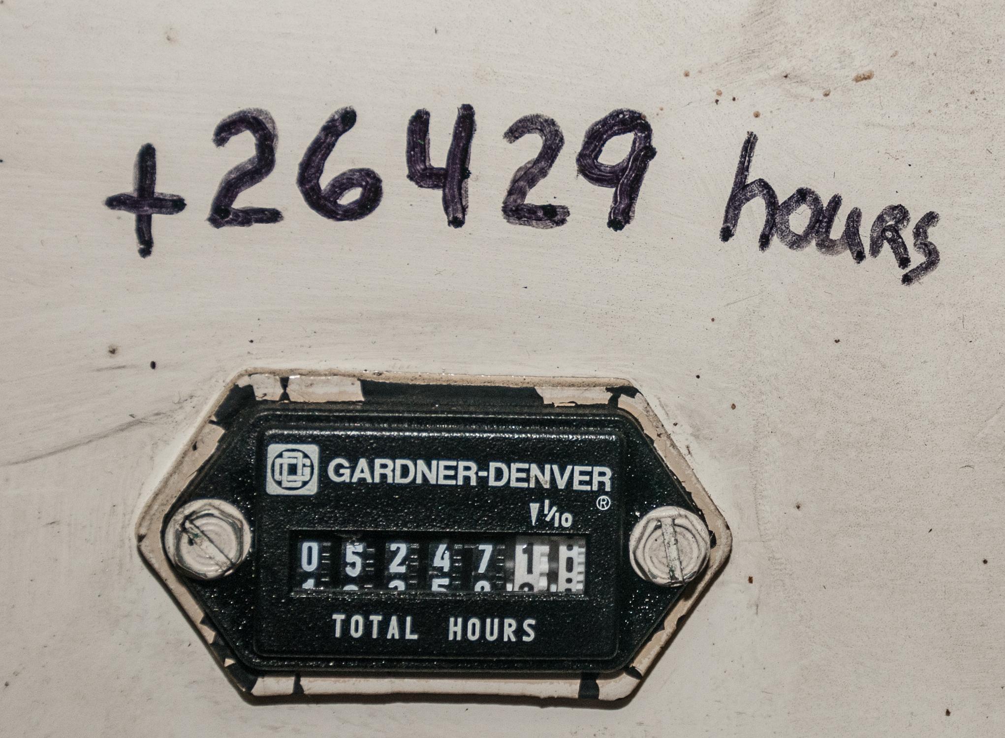 Gardner Denver Electra Screw Air Compressor Mdl. EBE99K23, s/n S033455, 460v, 120 Gal Horizontal - Image 3 of 4