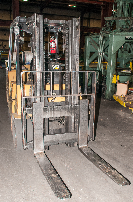 """Cat LP Forklift Mdl F-254628, s/n AU2187, Solid Tires, 10,000 lb. Cap. 48"""" forks, 2 Stage Mast - Image 2 of 4"""