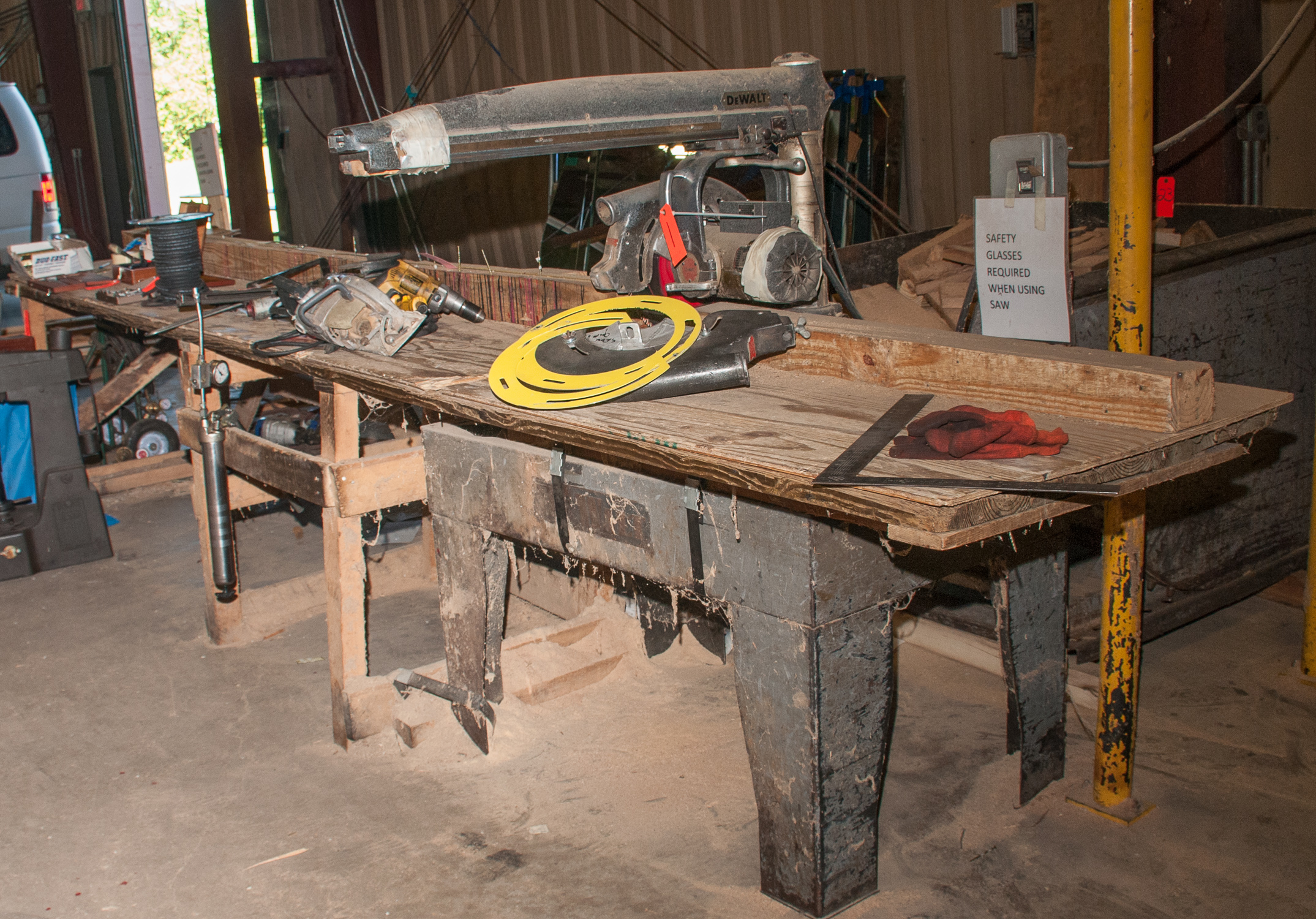"""DeWalt Radial Arm Saw s/n 439264, w/ stand and 194"""" Wood bench - Image 4 of 4"""