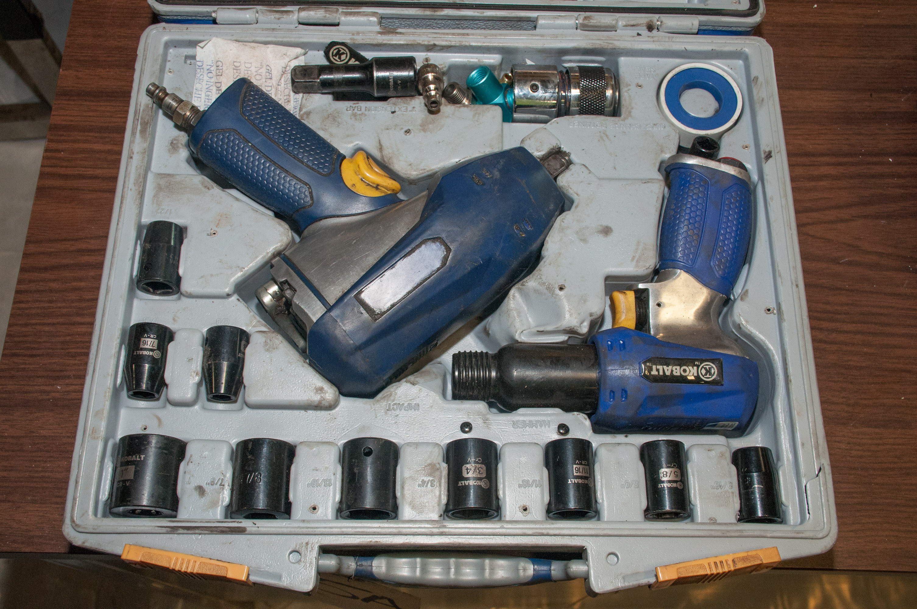 """Kobalt Air Hammer and 1/2"""" Impact Wrench Set in Case - Image 2 of 3"""