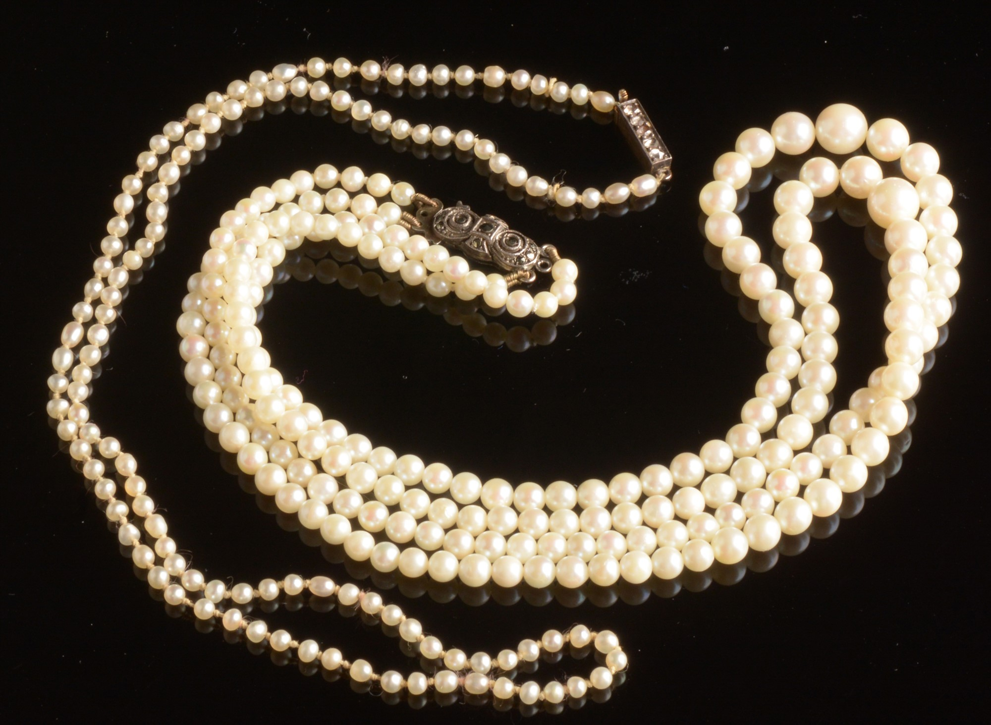 Lot 492 - Two cultured pearl necklaces