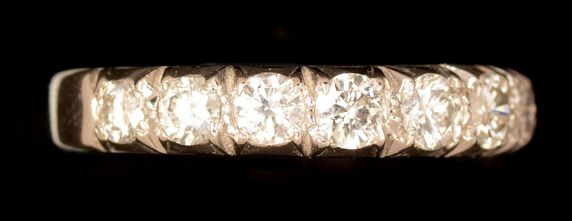 Lot 536 - Half hoop eternity diamond ring