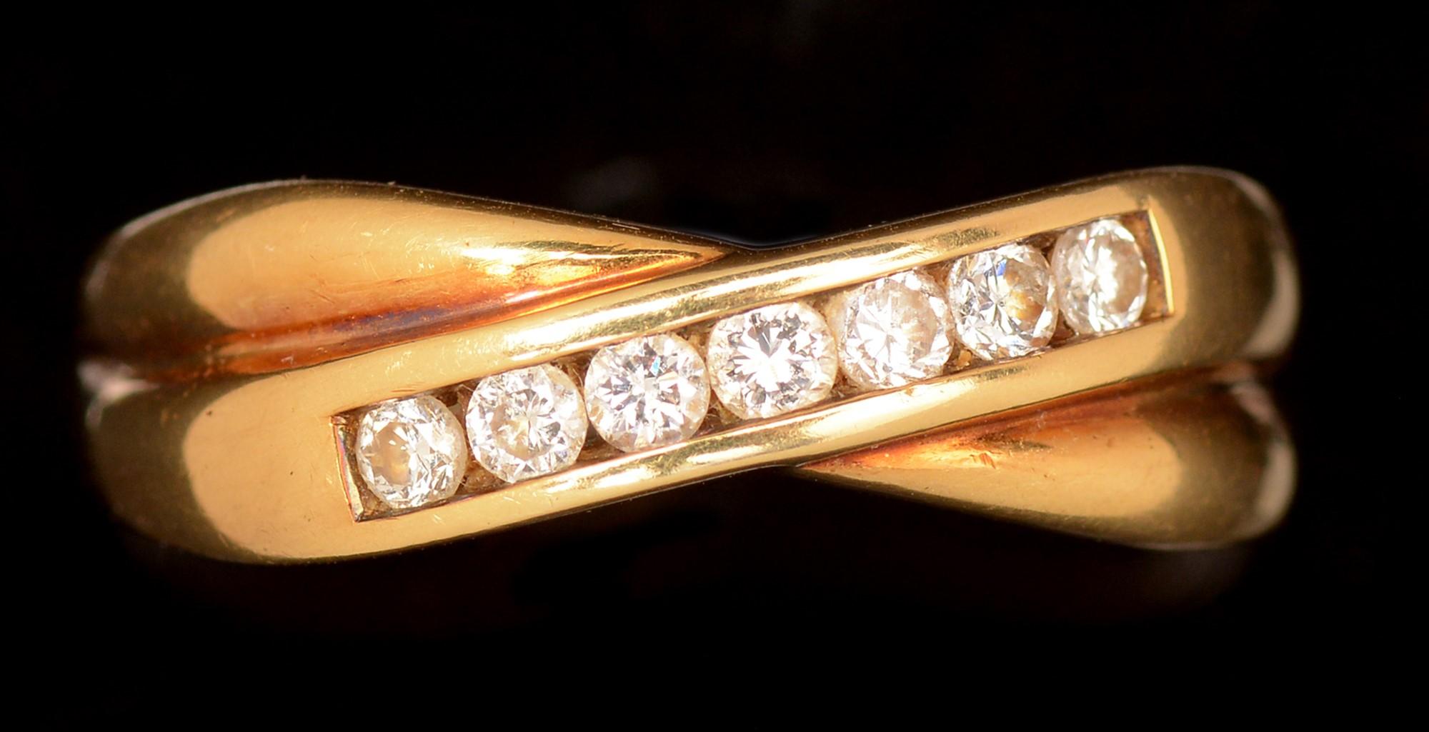 Lot 502 - Diamond crossover ring