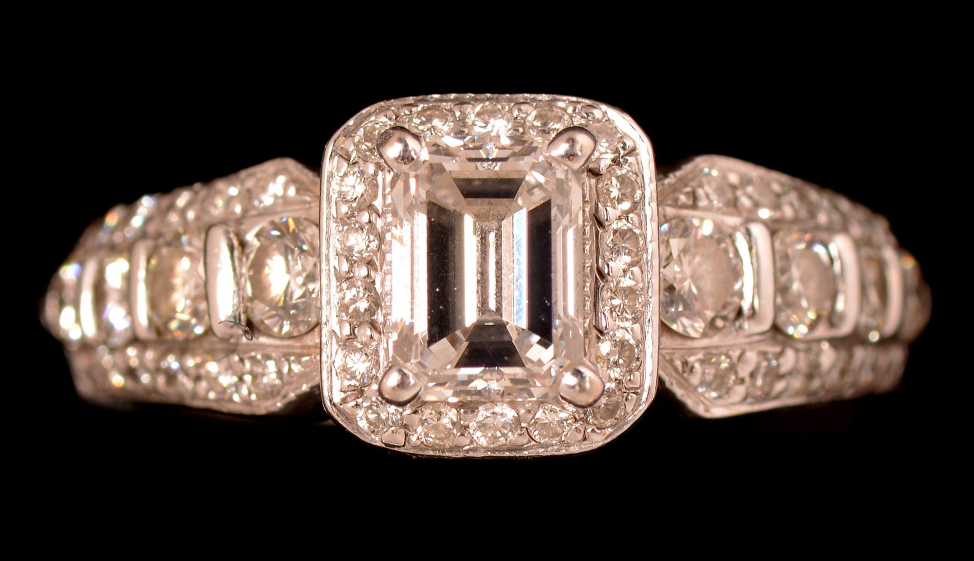 Lot 517 - Diamond cluster ring