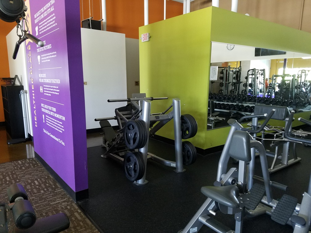 Complete Gym sold as one unit. 10,000 dollar minimum opening bid. - Image 16 of 91