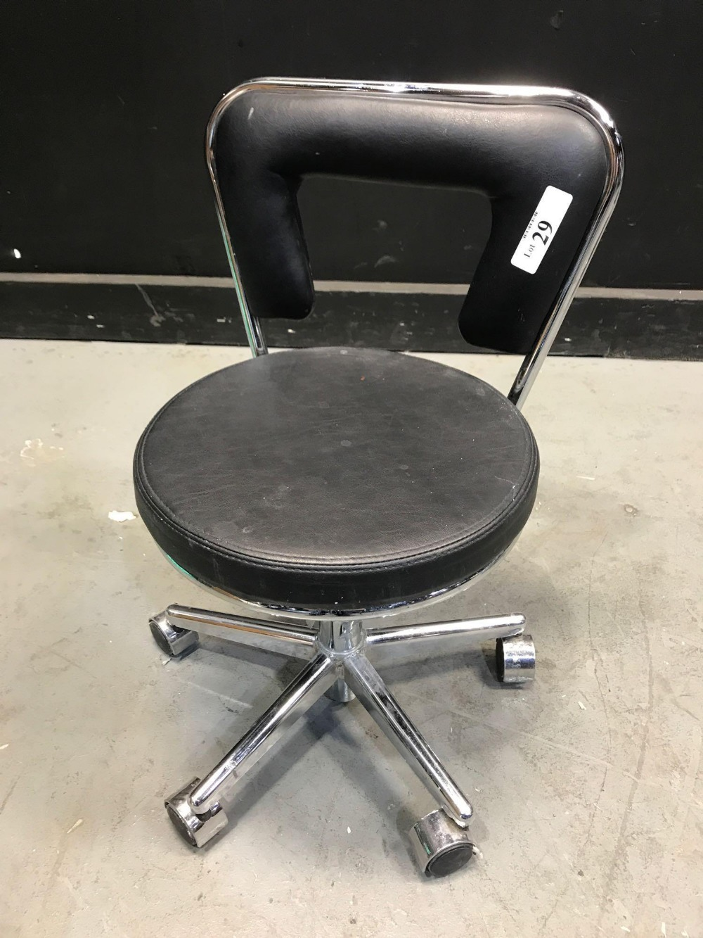 Lot 29 - PEDICURE STOOL