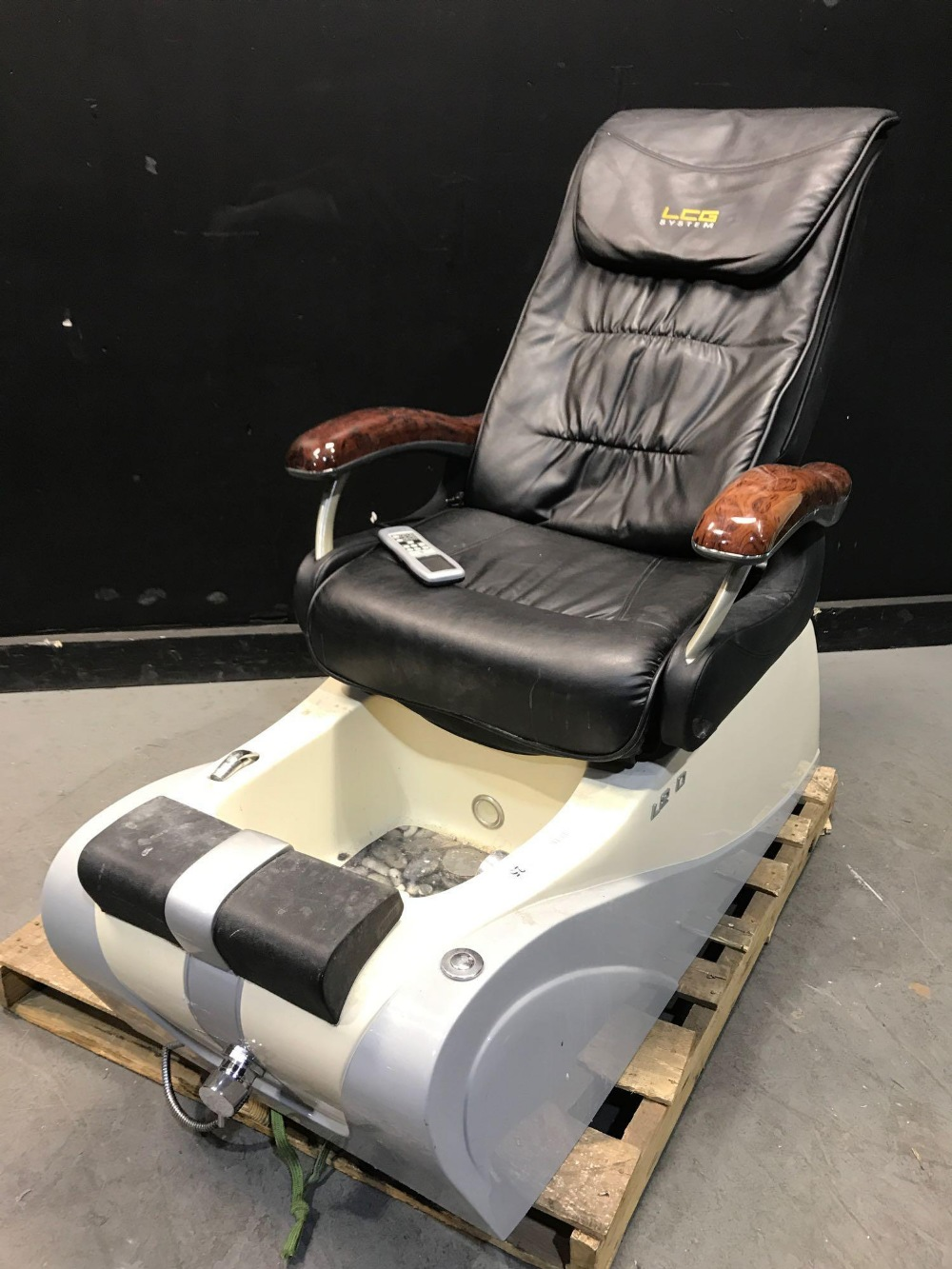 Lot 25 - L280 PEDICURE CHAIRS