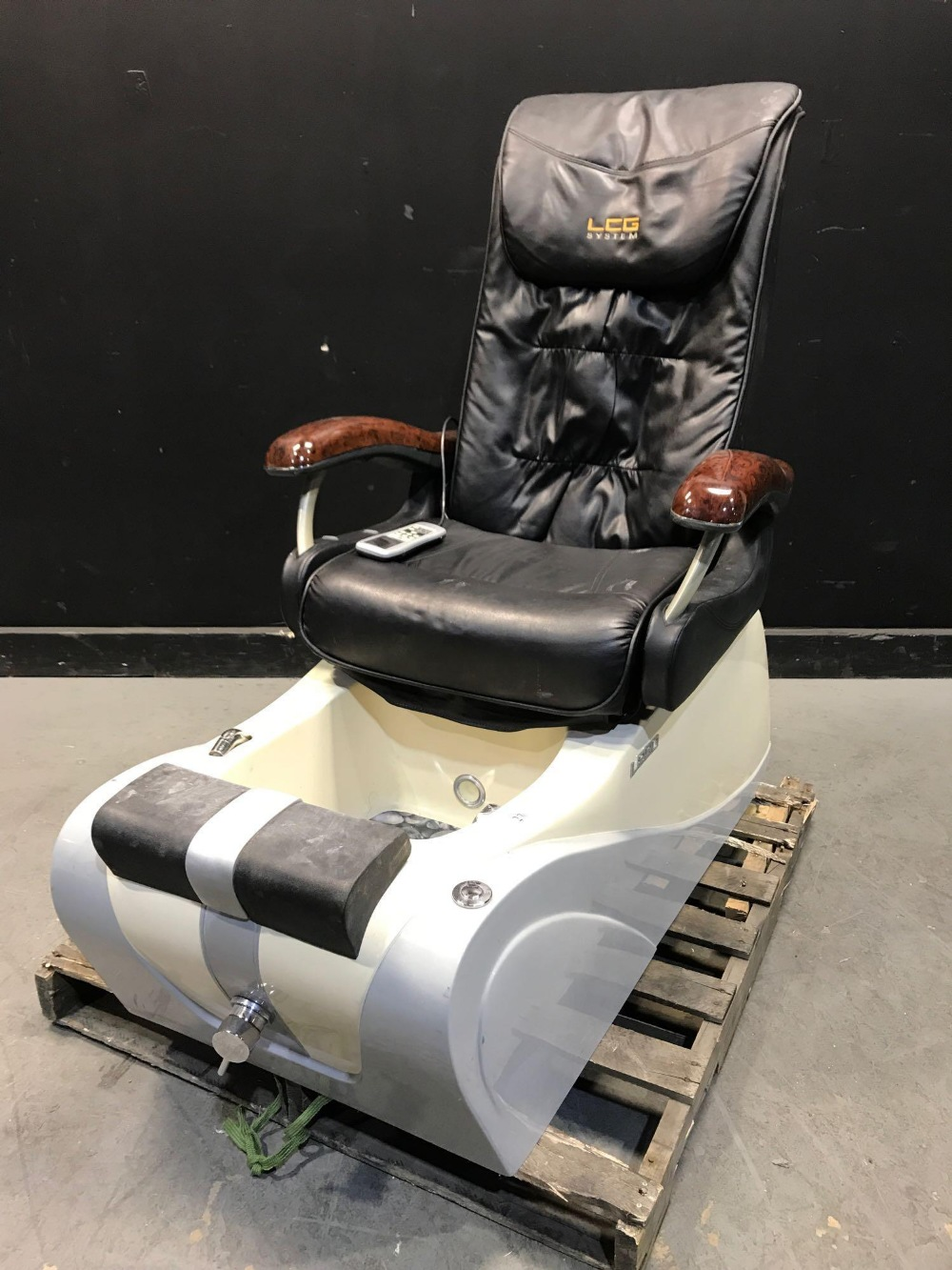 Lot 23 - L280 PEDICURE CHAIRS