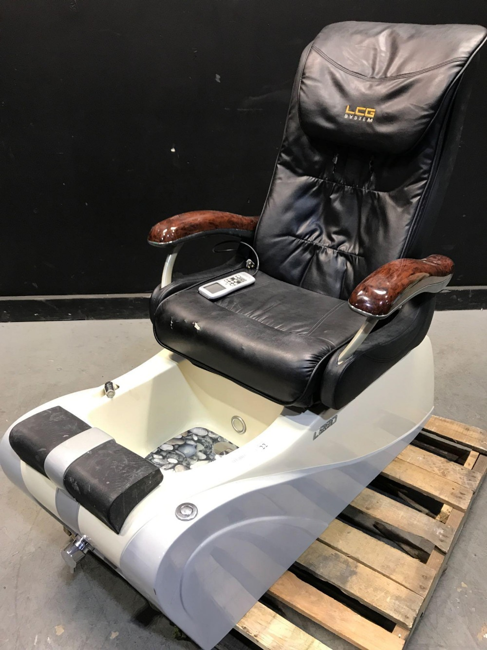 Lot 22 - L280 PEDICURE CHAIRS