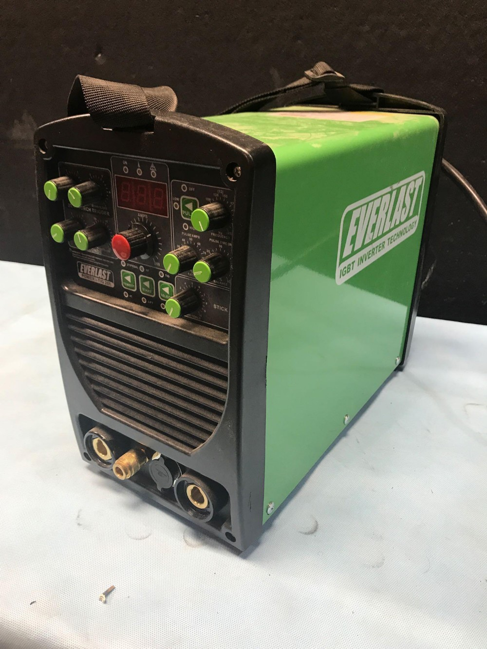 Lot 9 - EVERLAST IGBT INVERTER TECHNOLOGY - POWER I-TIG 201 WELDER