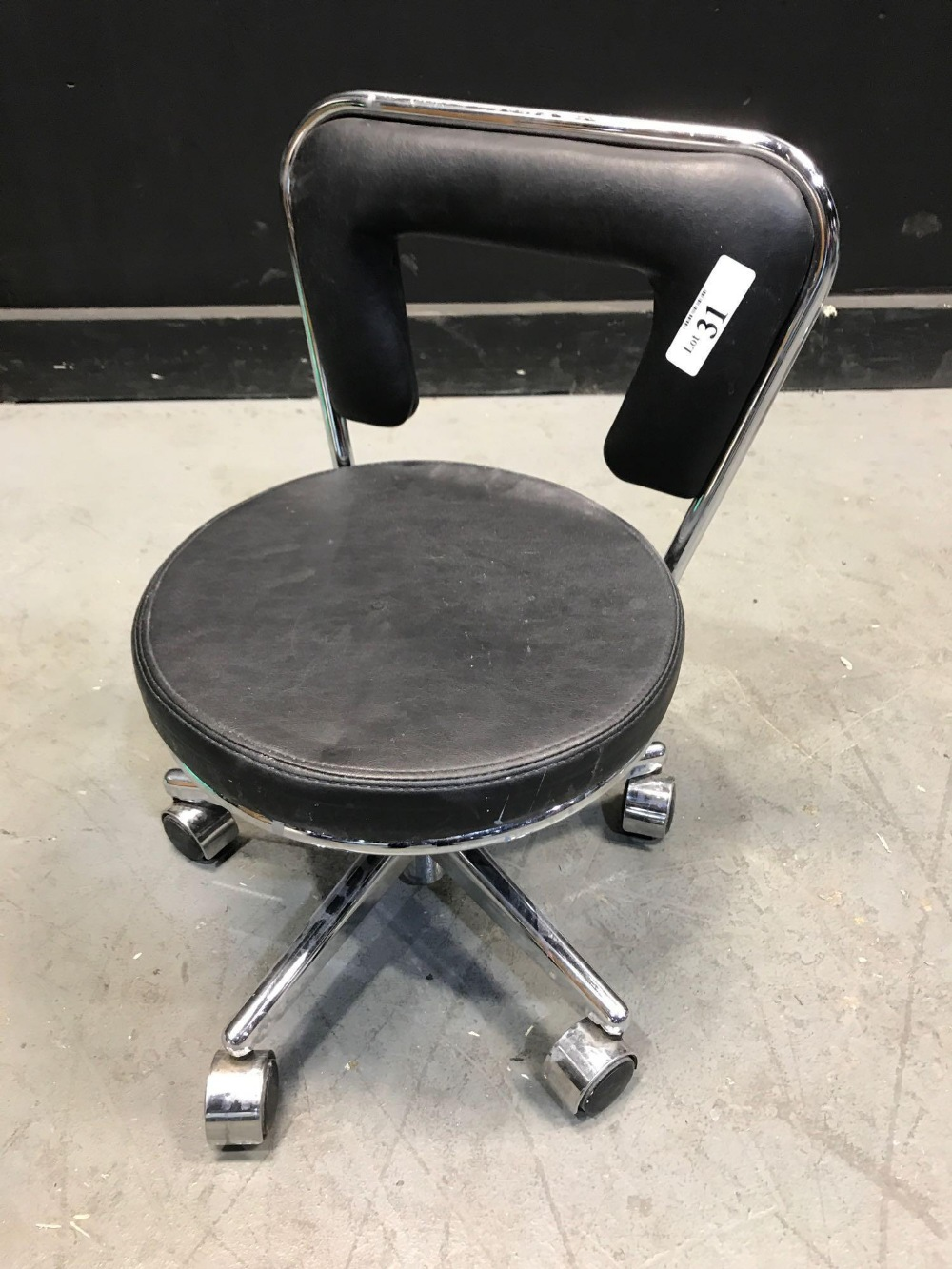 Lot 31 - PEDICURE STOOL