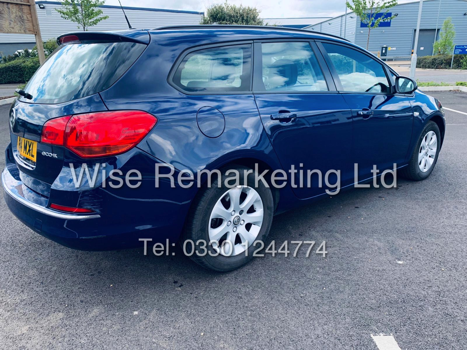 *RESERVE MET* VAUXHALL ASTRA 1.6 CDTI DESIGN ECO FLEX ESTATE (2014 REG) 1 OWNER - Image 6 of 23