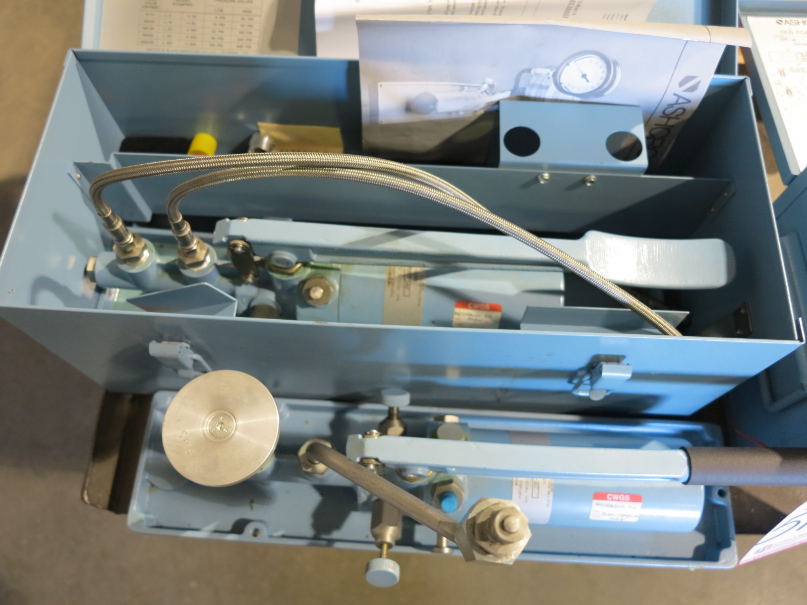 LOT - ASHCROFT 1305 PORTABLE DEAD WEIGHT TESTER, TYPE 1305-D, RANGE 1,000 LBS, S/N 2GH-11563-1, W/ - Image 2 of 2