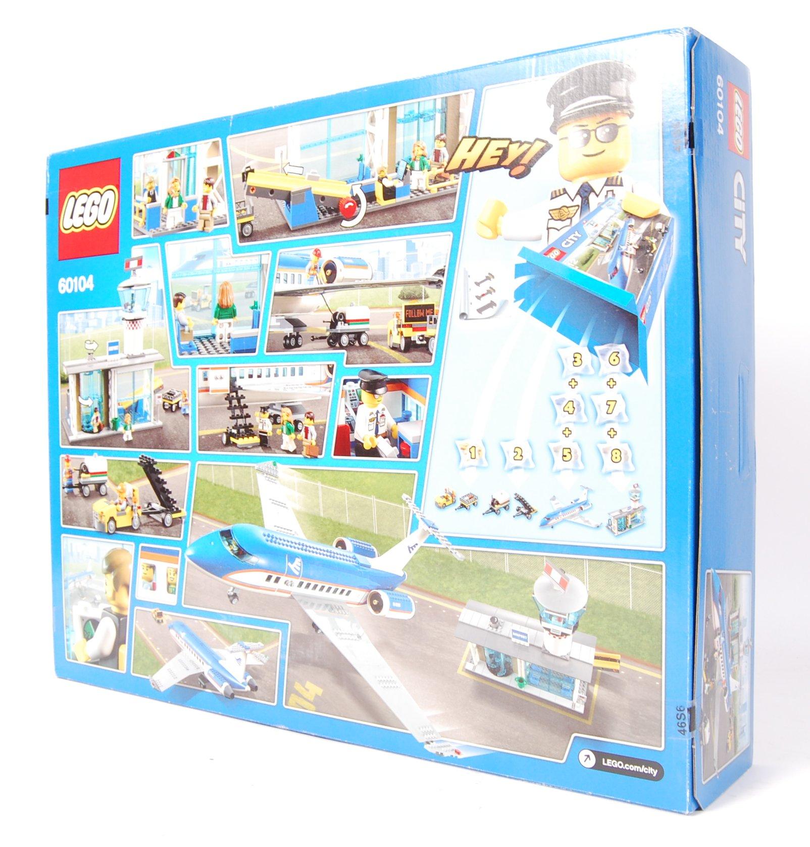 Lot 2 - LEGO CITY 60104 ' CITY AIRPORT PASSENGER TERMINAL