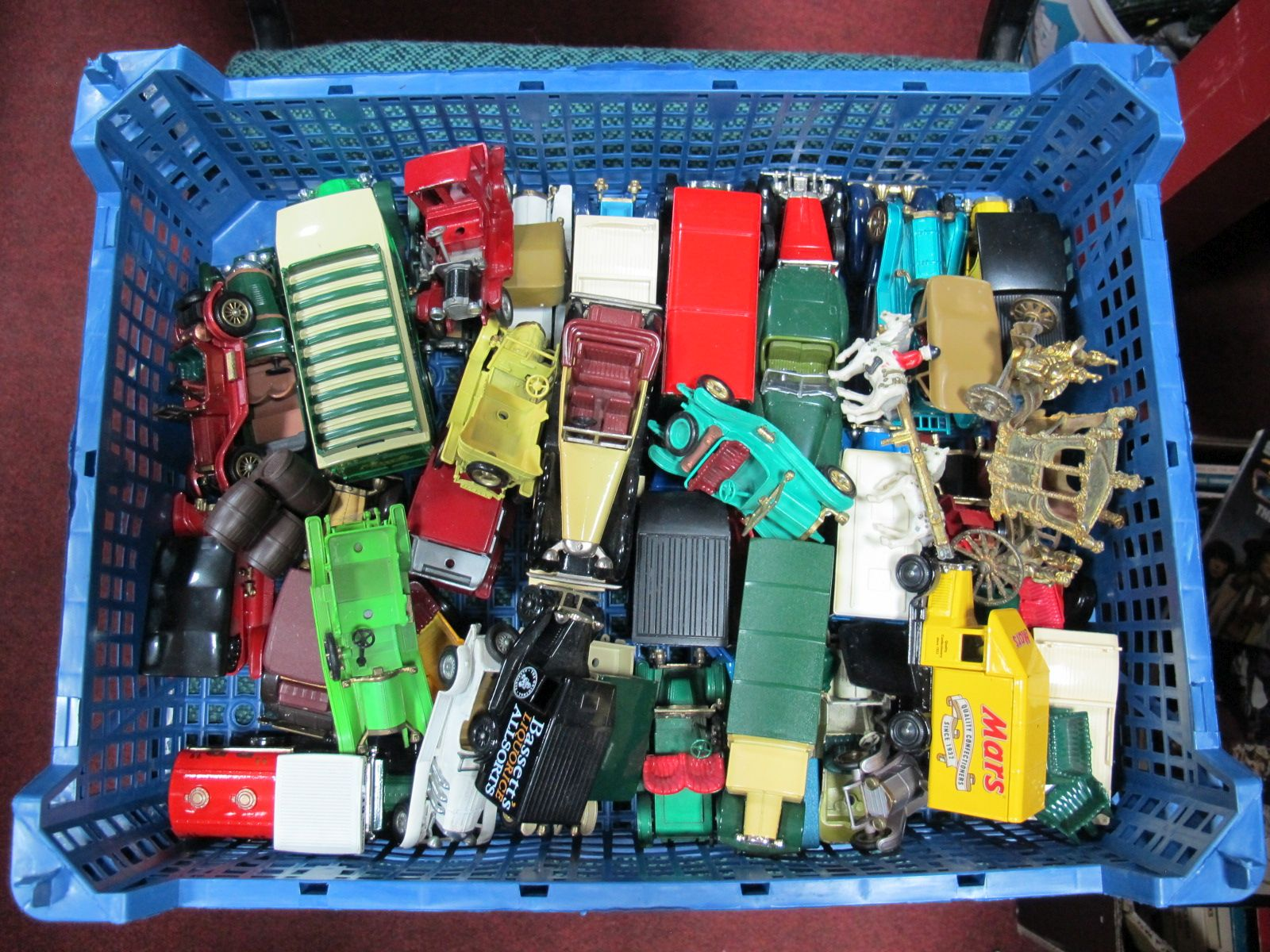 Lot 55 - A Quantity of Diecast Vehicles, by Matchbox 'Models of Yesteryear', Lledo, Corgi, Crescent,