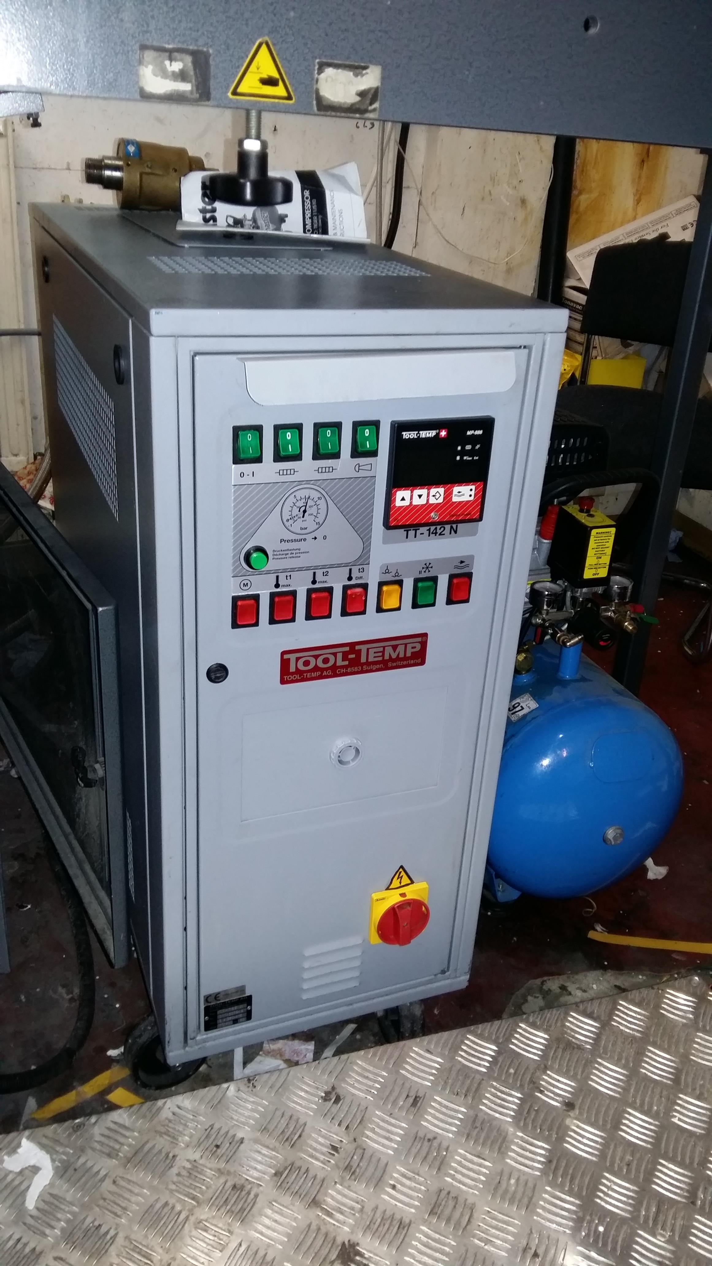Lot 002 - Autobond Mini TP52 laminator