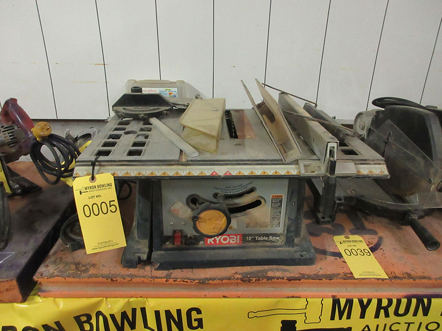 Lot 5 - RYOBI 10'' TABLE SAW