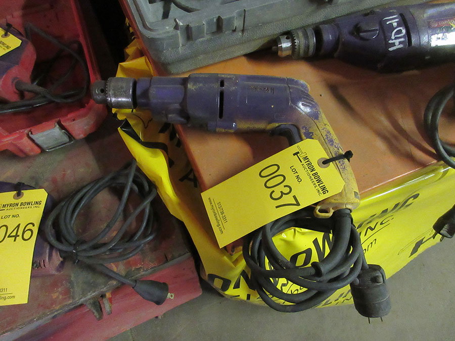 Lot 37 - DEWALT HD DRILL 1/2'' CAPACITY